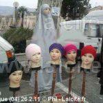 Voiles islamiques, marché Manosque 26.2.11 © PhI