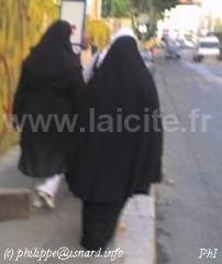 Voiles style salafiste 13.6.07 Marseil Porte d'Aix (c) PhI