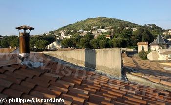 Manosque Mont d'Or vu d'un toit, quartier de la plaine 6.4.10 © PhI