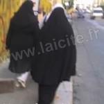 femmes voilées, Marseille porte d'Aix, 13.6.07 (c) PhI