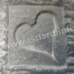 Coeur sculpté sur une cheminée (06) Andon © PhI