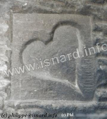 Coeur sculpté cheminée (06) Andon, (c) PhI