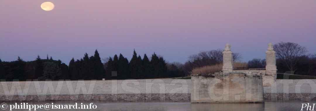 Le Rhône, Arles Trinquetaille, pont ferroviaire bombardé  2.3.10 © PhI