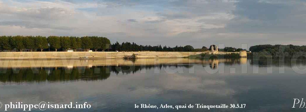 Le Rhône, Arles (13) quai de Trinquetaille nord 30.5.17 © PhI
