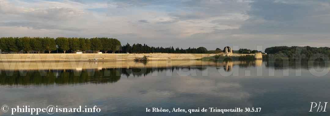 bando, Rhône Arles, quai de Trinquetaille-haut 30.5.17 © PhI