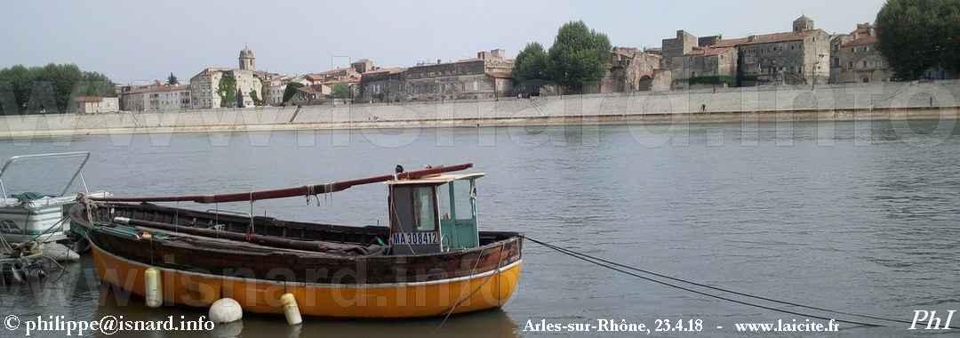 Le Rhône, Arles (13) vu de Trinquetaille nord © PhI