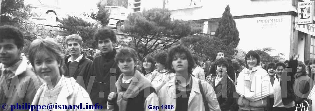 Manif lycéenne 1986 Gap (05) rue Carnot © PhI