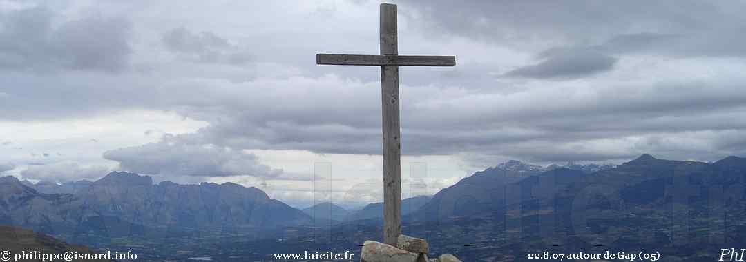 croix sur un sommet autour de Gap (05) 22.8.07 Laicite.fr © PhI